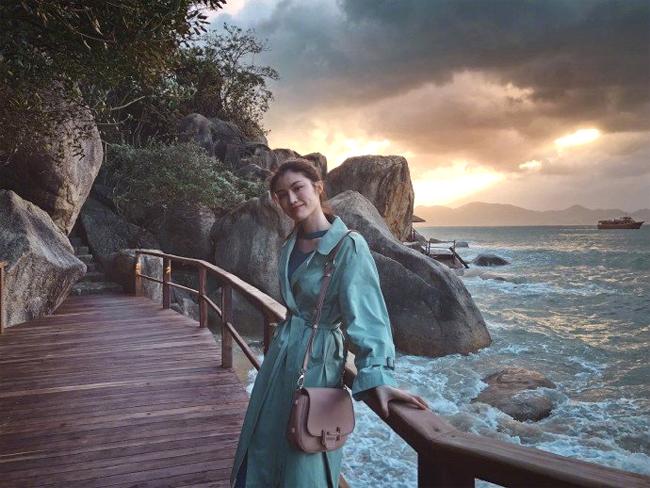 Chân dài Victorias Secret Sui He khoe vóc dáng ở Nha Trang - 6