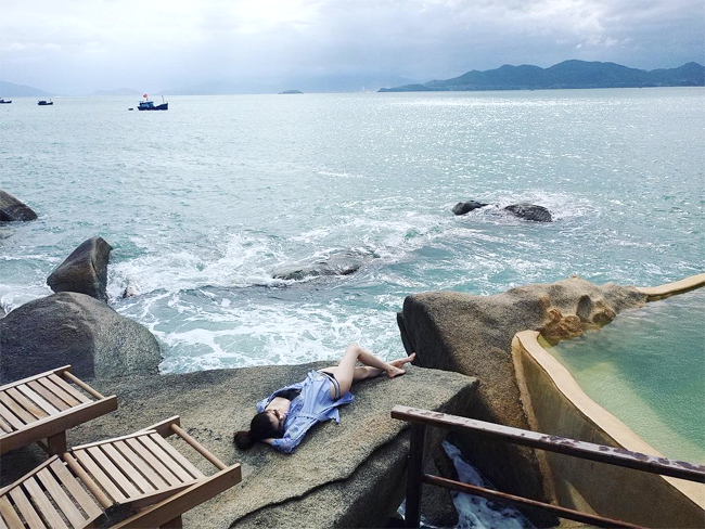 Chân dài Victorias Secret Sui He khoe vóc dáng ở Nha Trang - 3
