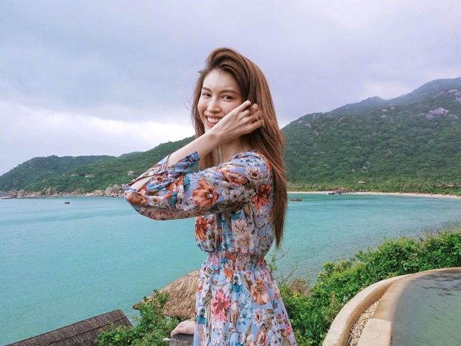 Chân dài Victorias Secret Sui He khoe vóc dáng ở Nha Trang - 7