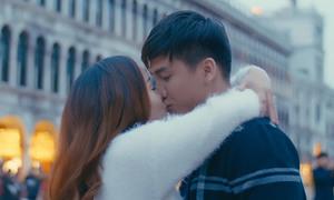 Ngọc Anh hôn say đắm 'bạn trai tin đồn' Tô Minh Đức trên đường phố Italy