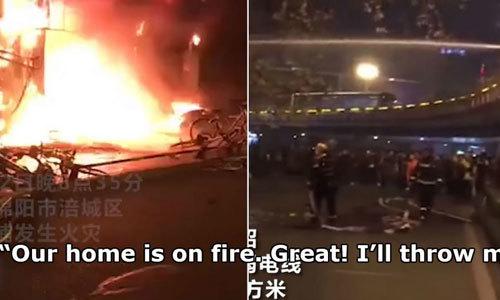 Cậu bé reo mừng khi nhà mình cháy vì sẽ không phải làm bài tập