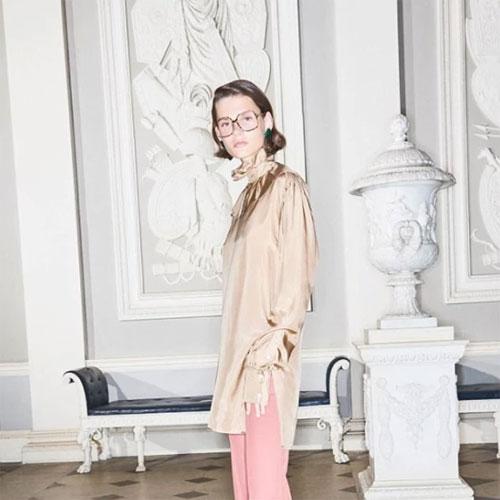 Hình ảnh người mẫu gầy trong quảng cáo kính mắt của Vic bị dư luận ném đá.