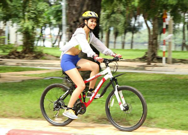 Đạp xe là cách loại bỏ mỡ thừa toàn thân.