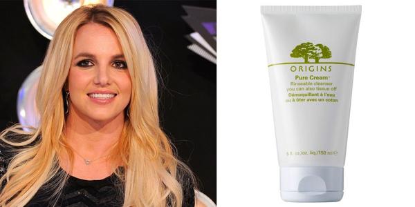 Sau khi tẩy trang, Britney Spears làm sạch da với sữa rửa mặt Origins Pure Cleanser. Cô