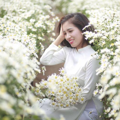 Chị Nguyễn Hà, 39 tuổi, sống ở Hà Nội, thường tự tay nhào bột, nặn bánh rồi sáng tạo thành những tháp bánh bao trái đào đủ kiểu. Mỗi dịp lễ, Tết, ngày rằm, mồng một, các con chị háo hức chờ đợi món đào tiên bằng bột của mẹ.