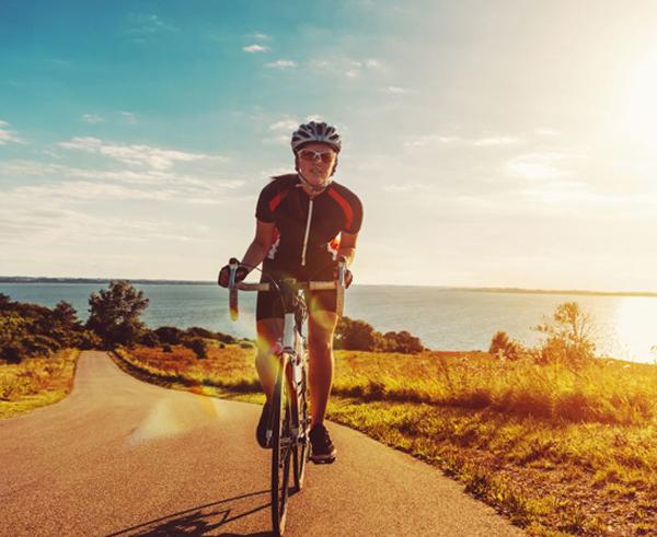 Đạp xe là một hoạt động thể thao cường độ cao, rất có ích trong việc ngăn ngừa bệnh ung thư.