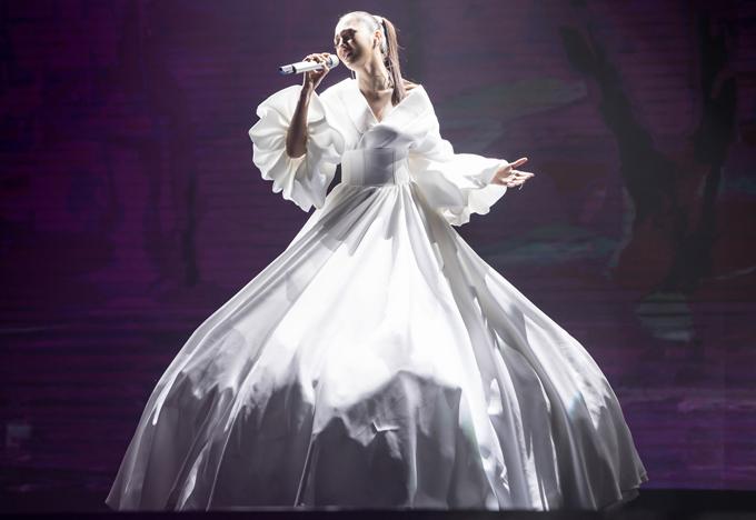 Bảo Anh phiêu linh với bản hit đã mang lại giải thưởng cho cô tại Pops Awards năm nay.