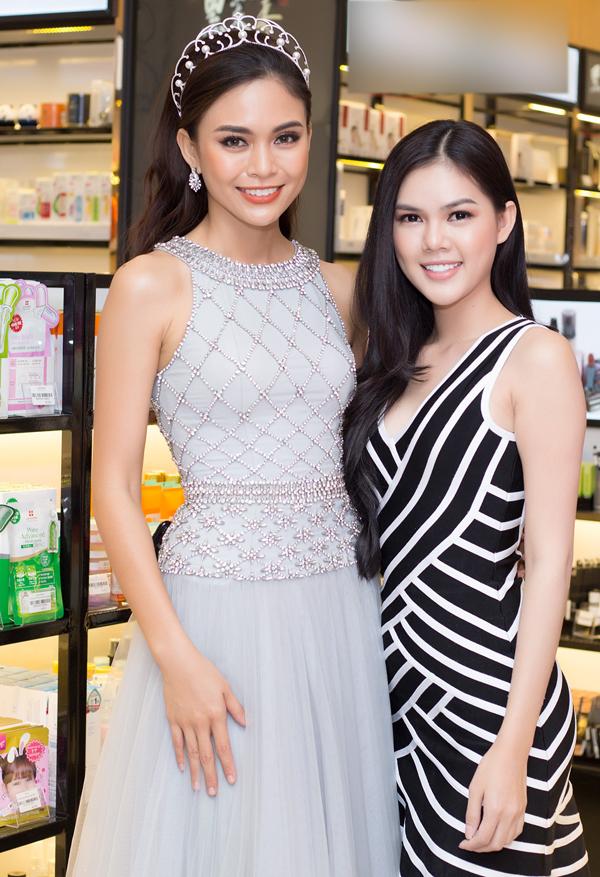 Nữ diễn viên rất thích vẻ đẹp và phong thái tự tin của Á hậu Hoàn vũ Việt Nam 2017.