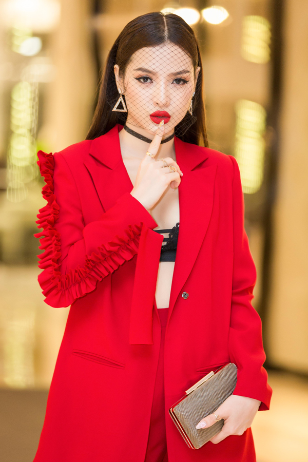 Phương Trinh cho biết cô không ngại những lời bình phẩm, khen chê về phong cách thời trang của mình.
