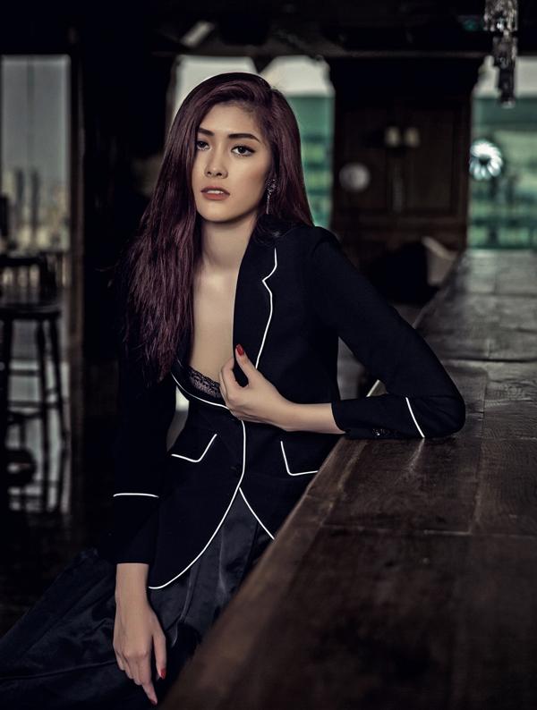 Huỳnh Tiên năm nay 23 tuổi. Cô từng là người mẫu trước khi đăng quang Hoa hậu châu Á tại Australia 2016. Sau khi đoạt giải, Huỳnh Tiên lấn sân ca hát.