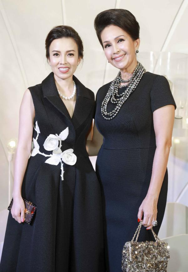 Hoa hậu HHen Niê diện váy ren khoét lườn trên thảm đỏ - 4