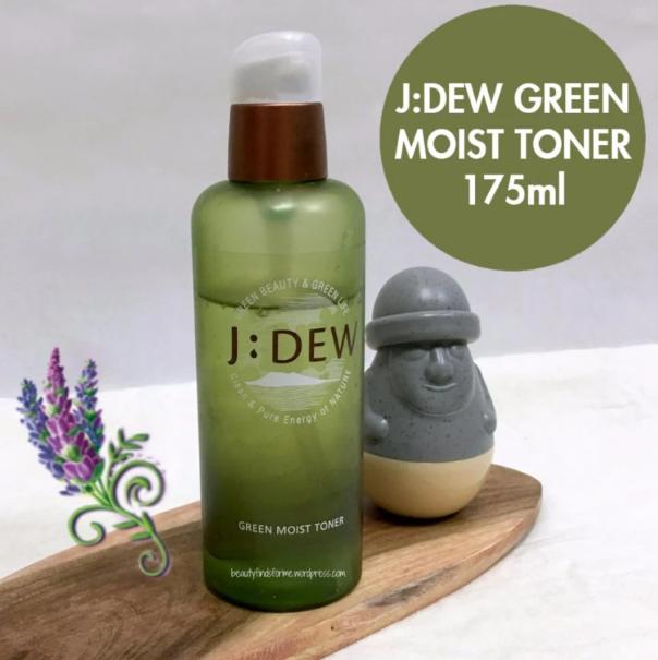 J:Dew Toner làm dịu làn da, cân bằng độ pH và nuôi dưỡng làn da từ bên trong.