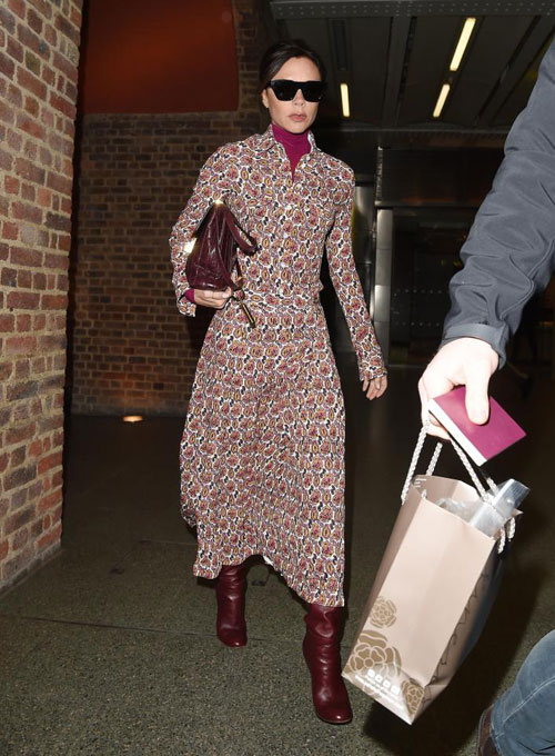 Vic mặc trang phục tự thiết kế nằm trong bộ sưu tập thu đông 2018.