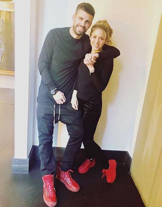 Pique ở bên cạnh Shakira trong thời gian tồi tệ nhất