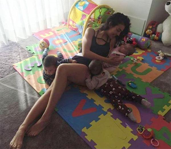 Bạn gái C. Ronaldo một nách ba con