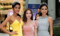 Hoa hậu H'Hen Niê mặc váy dây gợi cảm đi sự kiện