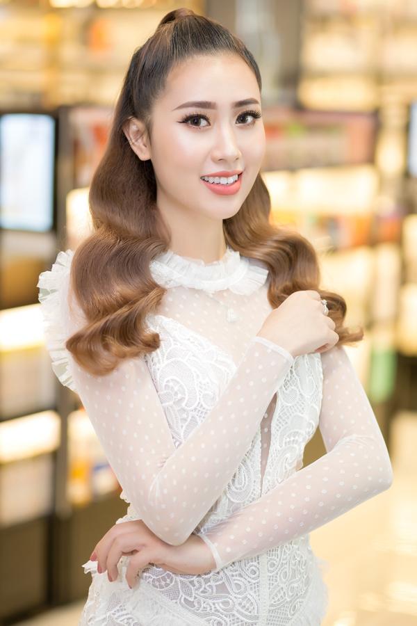 Hoa hậu Nhân ái của Miss Ao dai Vietnam World 2017 Lê Ngọc Diệp.