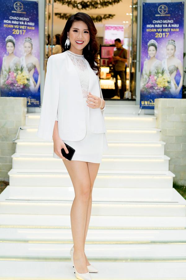 Hoa hậu Áo dài Quỳnh Hoa từng thiMiss Universe Vietnam 2017 cùng HHen Niê và Mâu Thủy.