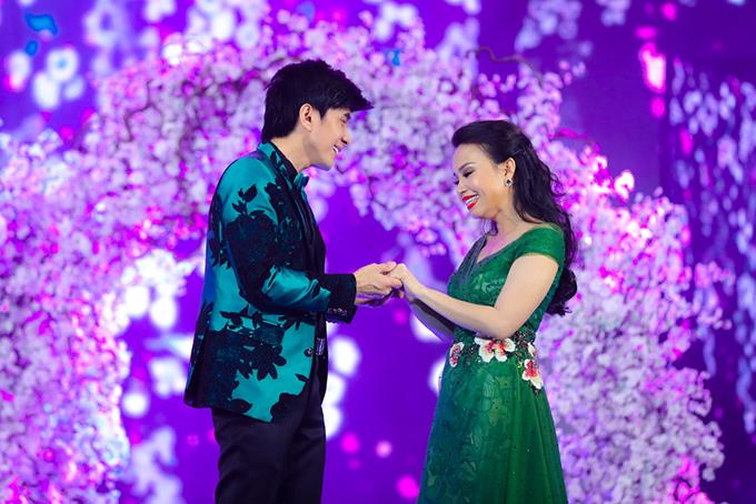 Đan Trường - Cẩm Ly tham gia đại nhạc hội Gala nhạc Việt số 11. Họ thể hiện ca khúc Nhớ nhau mấy mùa. Đây là một sáng tác của nhạc sĩ Minh Vy, từng được cặp đôi thể hiện hơn 10 năm trước.