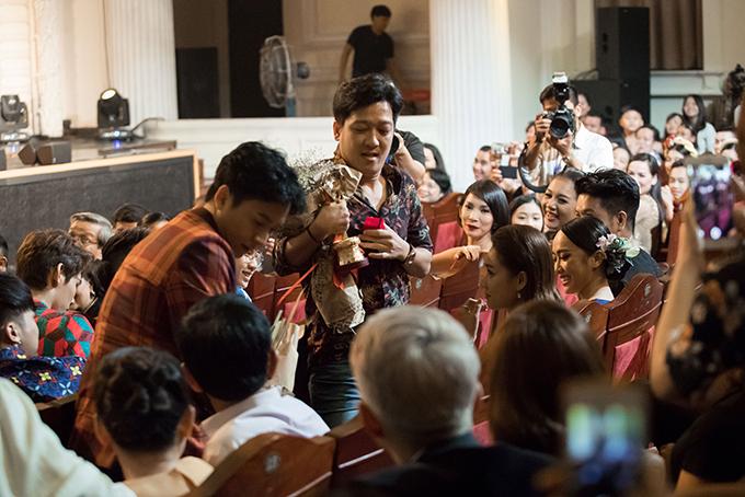 Nhã Phương bị đơ khi Trường Giang bất ngờ cầu hôn trên sân khấu - 1