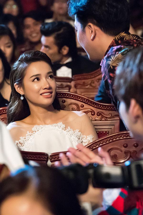 Nhã Phương bị đơ khi Trường Giang bất ngờ cầu hôn trên sân khấu - 2