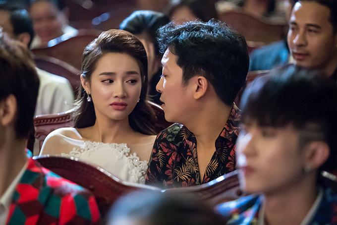 Nhã Phương bị đơ khi Trường Giang bất ngờ cầu hôn trên sân khấu - 4