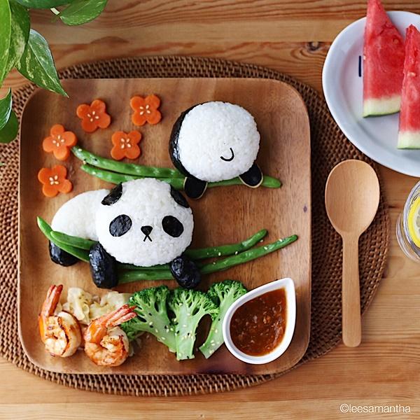 Món ăn tạo hình gấu trúc dễ thương.