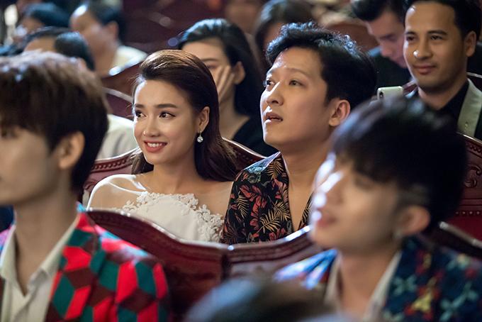 Nhã Phương bị đơ khi Trường Giang bất ngờ cầu hôn trên sân khấu - 6