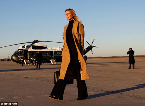Người dùng Twitter nhận xét Ivanka trông rất ra dáng một tổng thống tương lai của nước Mỹ. Thành viên DavidHaeny viết: Một ngày nào đó cô ấy sẽ trở thành tổng thống. Trong khi thành viên có tài khoản WaterFaster2012 thì bình luận: Cô ấy đúng là một bà chủ!.
