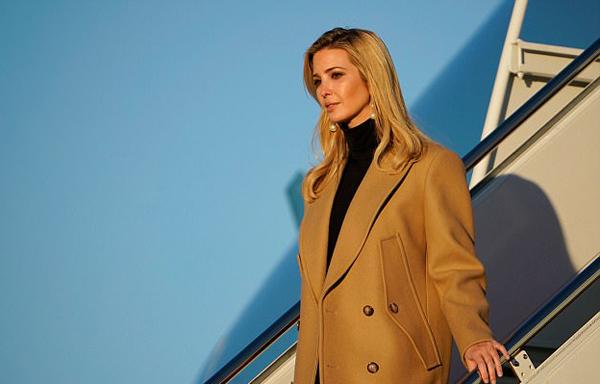 Ivanka hiện là cố vấn của ông Trump và đã có văn phòng riêng ở Nhà Trắng. Chồng cô, Jared Kushner, hiện cũng là cố vấn cấp cao của tổng thống Mỹ.
