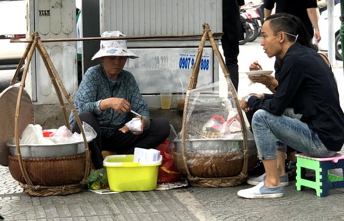 Gánh xôi Bắc hơn 6 thập kỷ trên vỉa hè Sài Gòn