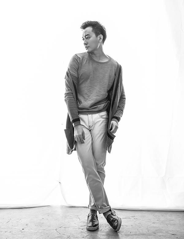 Bộ ảnh được thực hiện với sự hỗ trợ của nhiếp ảnh Trí Nghĩa, stylist Đinh Thành Long, trang điểm Derek Yan, trang phục Vũ Nguyễn.
