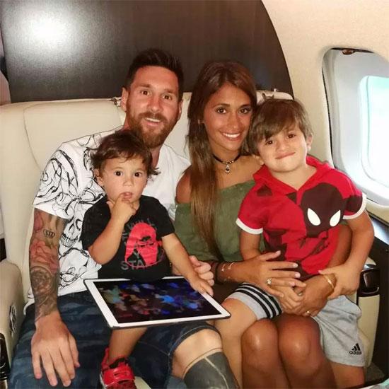 Gia đình Messi trên Embraer Legacy 650.