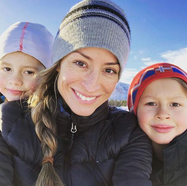 Rebecca Loos và hai con. Ảnh: NS.