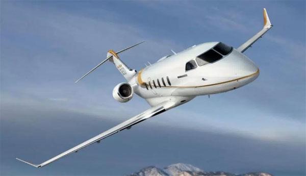 1. David Beckham (Bombardier Challenger 350 - 19 triệu bảng).Bombardier là thương hiệu máy bay tư nhânbán chạy nhất trong thập niên vừa qua. Bombardier 350 cónội thất sang trọng, tùy chọn cửa sổ lớn hơn có giá tăng thêm mộttriệu bảng.