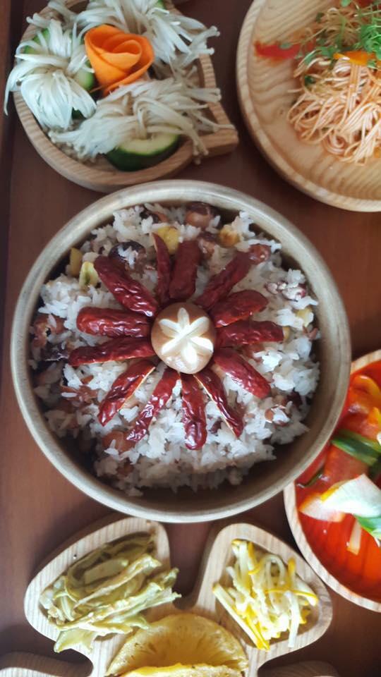 Các món ăn trong mâm cỗ nhà chị Ngân.
