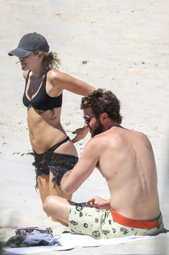 Miley và Liam đều rất thích biển. Tại Mỹ, cặp đôi cũng sống gần bãi biển Malibu và thường xuyên đi bơi, lướt sóng cùng nhau.