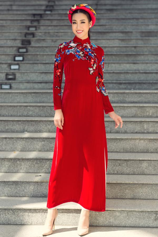 Đỗ Mỹ Linh xuống phố với áo dài rực rỡ sắc màu - 2