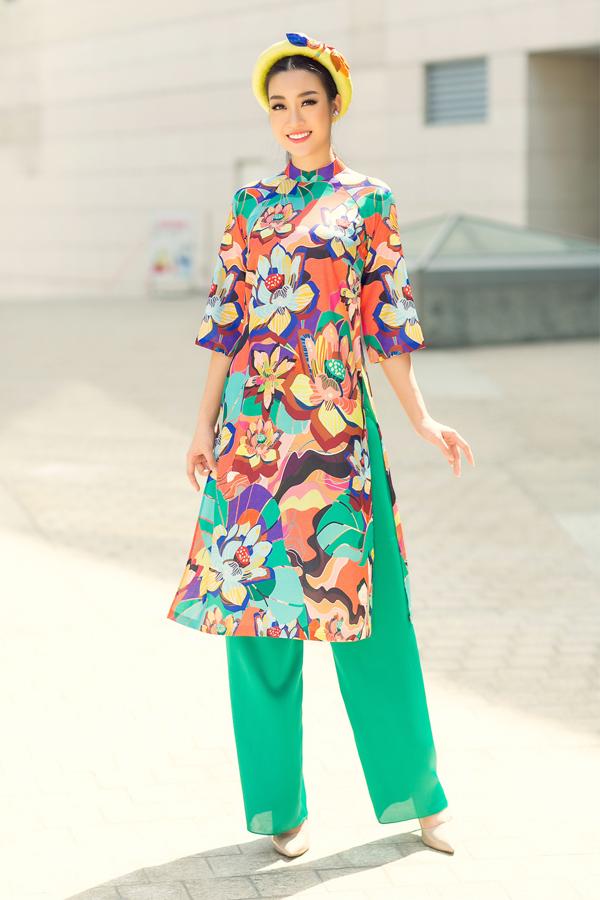 Đỗ Mỹ Linh xuống phố với áo dài rực rỡ sắc màu - 5