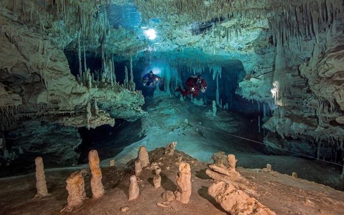 Hang động dưới nước chứa bí mật người M