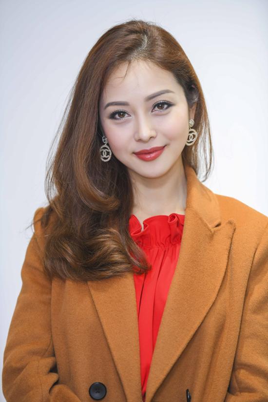 Thời điểm cuối năm, Jennifer Phạm rất bận rộn với lịch làm MC, dự event. Tuy nhiên, cô luôn cố gắng sắp xếp công việc để dành thời gian chăm sóc cho tổ ấm.
