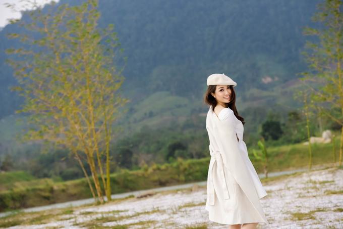 Bộ ảnh do stylist Trương Thanh Trúc và chuyên gia trang điểm Phúc Nghĩa, làm tóc Phúc Cường hỗ trợ thực hiện.