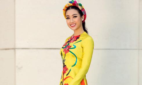 Đỗ Mỹ Linh xuống phố với áo dài rực rỡ sắc màu