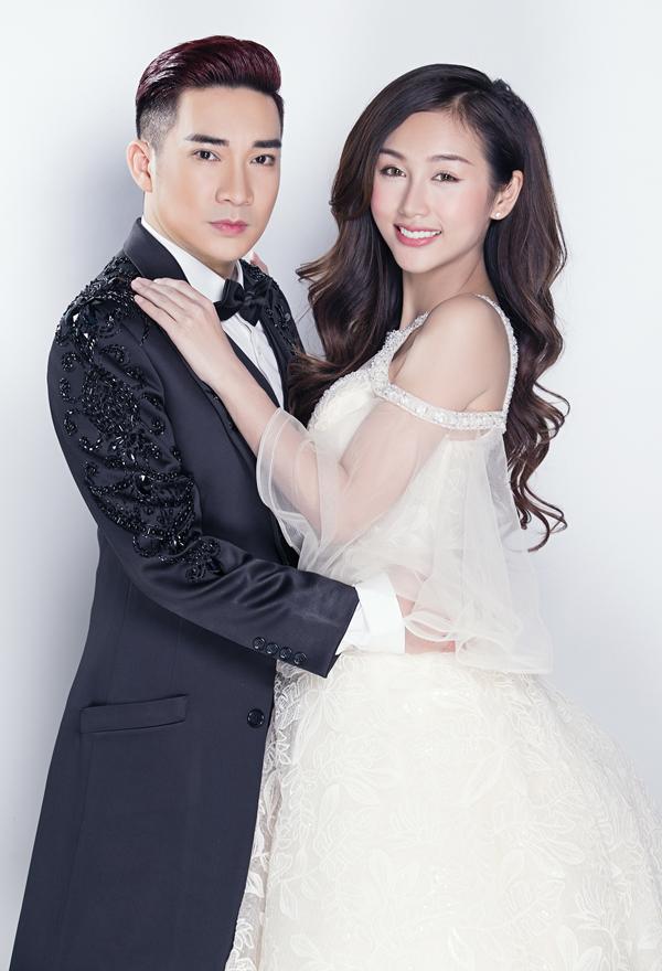 Cả hai rủ nhauthực hiện bộ ảnh với trang phục cưới.