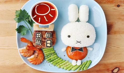 Mẹ Malaysia trang trí bữa ăn tuyệt đẹp cho con