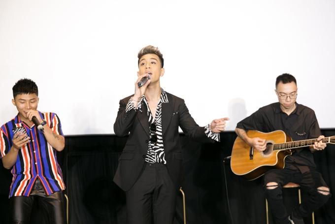 [Caption]Với I Know, tôi mong muốn khán giả sẽ đón nhận tôi nồng nhiệt như những bản cover đã rất thành công trong năm qua. Đây là sản phẩm tôi đặt rất nhiều tâm huyết để có thể chính thức debut trong vai trò một ca sĩ thay vì chàng trai chuyên hát cover như trước.