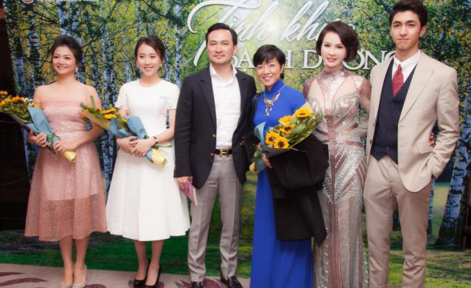 Phim quy tụ nhiều gương mặt trẻ như Bình An (ngoài cùng bên phải), Hồng Loan (thứ hai từ trái sang).