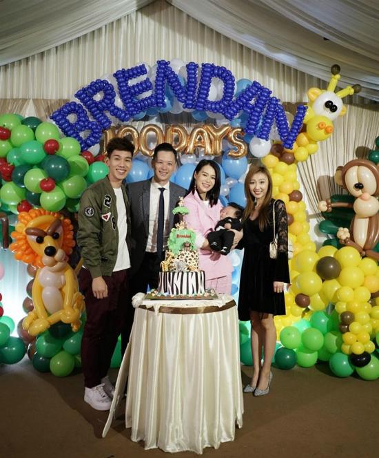 19/1 đánh dấu 100 ngày em bé Brendan của Hồ Hạnh Nhi - Philip Lee chào đời, cặp đôi nhân cơ hội này tổ chức tiệc mừng cho con. Rất đông bạn bè trong giới giải trí Hong Kong tới chung vui với hai vợ chồng. Tuy nhiên, nhân vật chính của buổi tiệc - Brendan ngủ khò trong suốt buổi tối.