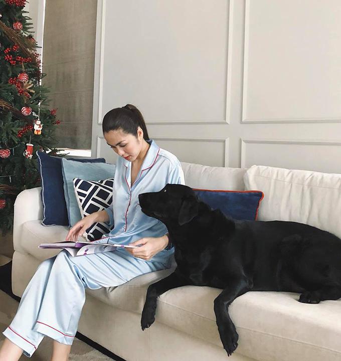 Tăng Thanh Hà chia sẻ khoảnh khắc đời thường bên thú cưng.