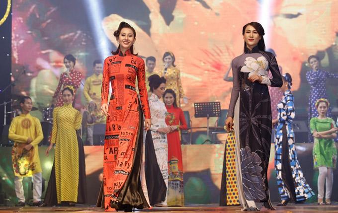 Đêm nhạc xen kẽ một màn trình diễn sưu tập áo dài Hoa nắng. Tiết mục này do Đức Tiến chỉ đạo catwalk.